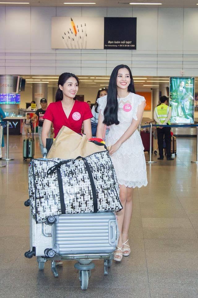 Mới đăng quang chưa đầy 1 tháng, HH Trần Tiểu Vy đụng váy áo liên hoàn với cả loạt người đẹp Vbiz - Ảnh 10.