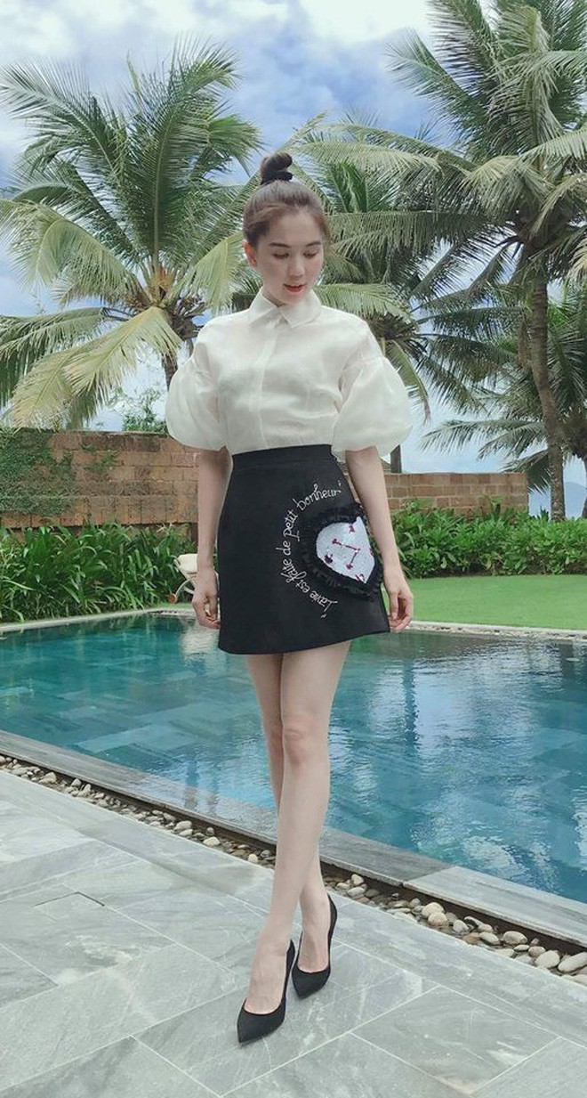 Mới đăng quang chưa đầy 1 tháng, HH Trần Tiểu Vy đụng váy áo liên hoàn với cả loạt người đẹp Vbiz - Ảnh 2.