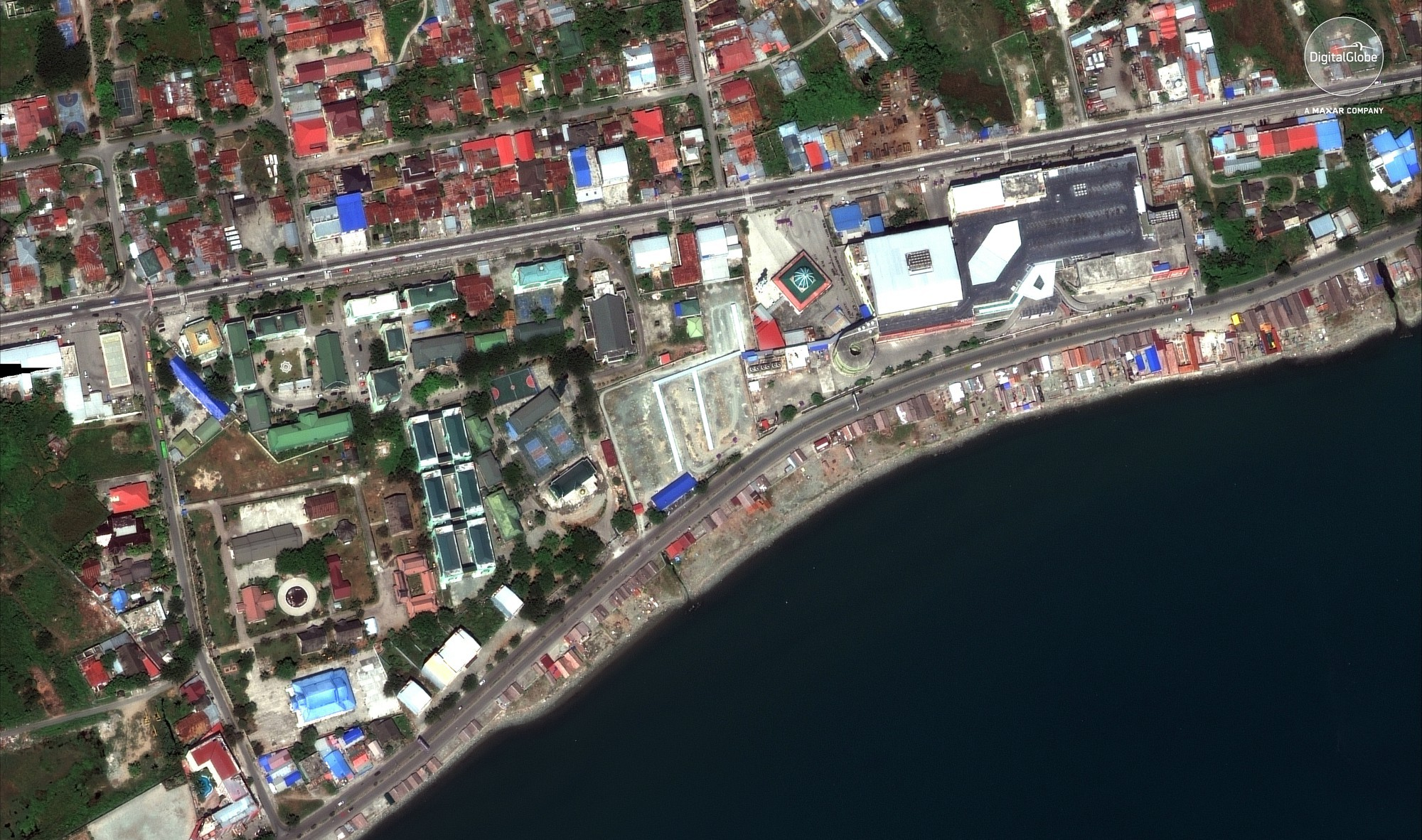 Bộ ảnh trước - sau này sẽ cho bạn thấy trận động đất khiến ít nhất 1.200 người chết ở Palu, Indonesia khủng khiếp như thế nào - Ảnh 4.