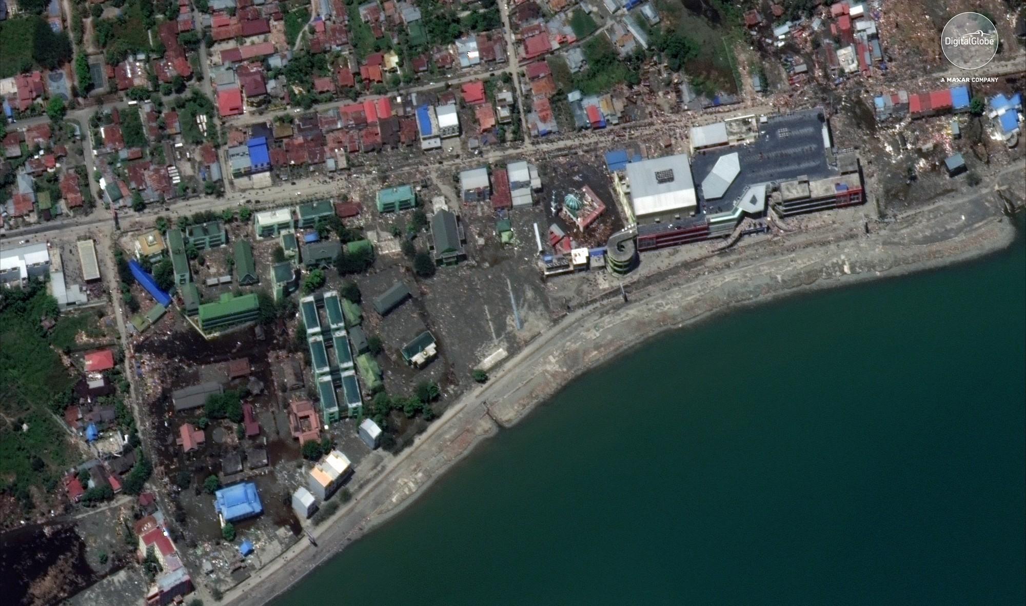 Bộ ảnh trước - sau này sẽ cho bạn thấy trận động đất khiến ít nhất 1.200 người chết ở Palu, Indonesia khủng khiếp như thế nào - Ảnh 5.