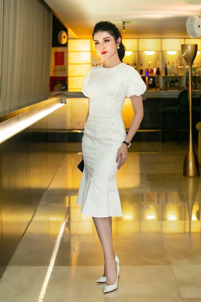 Mới đăng quang chưa đầy 1 tháng, HH Trần Tiểu Vy đụng váy áo liên hoàn với cả loạt người đẹp Vbiz - Ảnh 8.