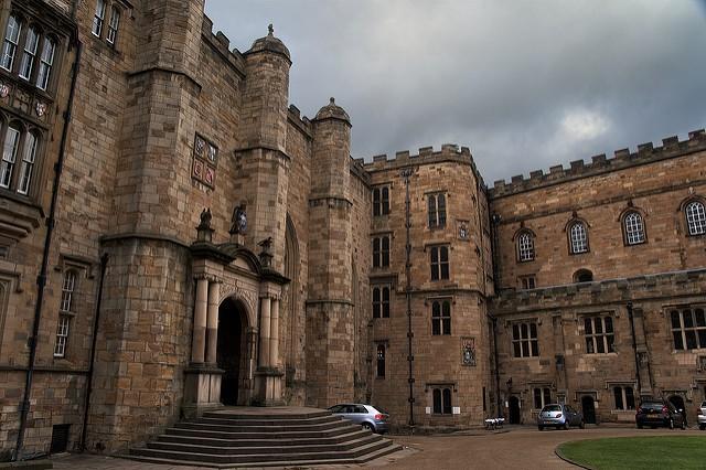 8h sáng mới bắt đầu học nhưng sinh viên tại Anh vẫn phản đối dữ dội khiến trường phải hủy bỏ kế hoạch - Ảnh 1.