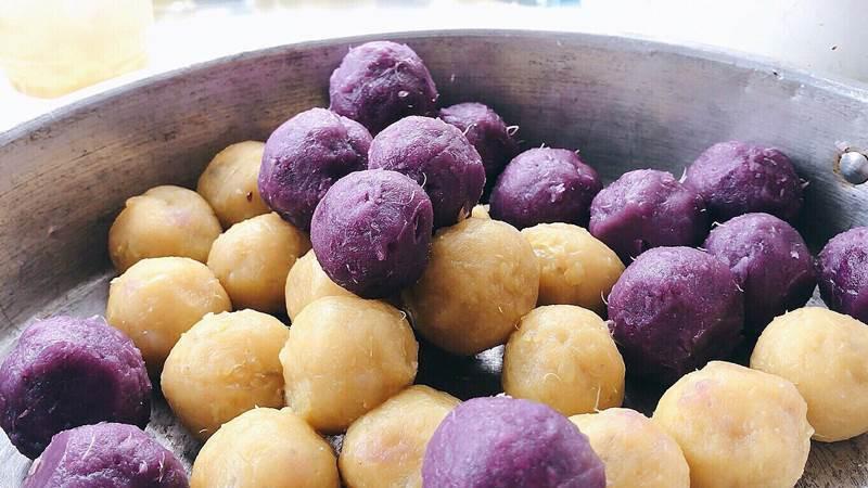 Không ngờ có ngày củ khoai lang bình dân cũng tạo nên nhiều món vừa đẹp vừa ngon ở Sài Gòn Che-2-15400153432041470780480