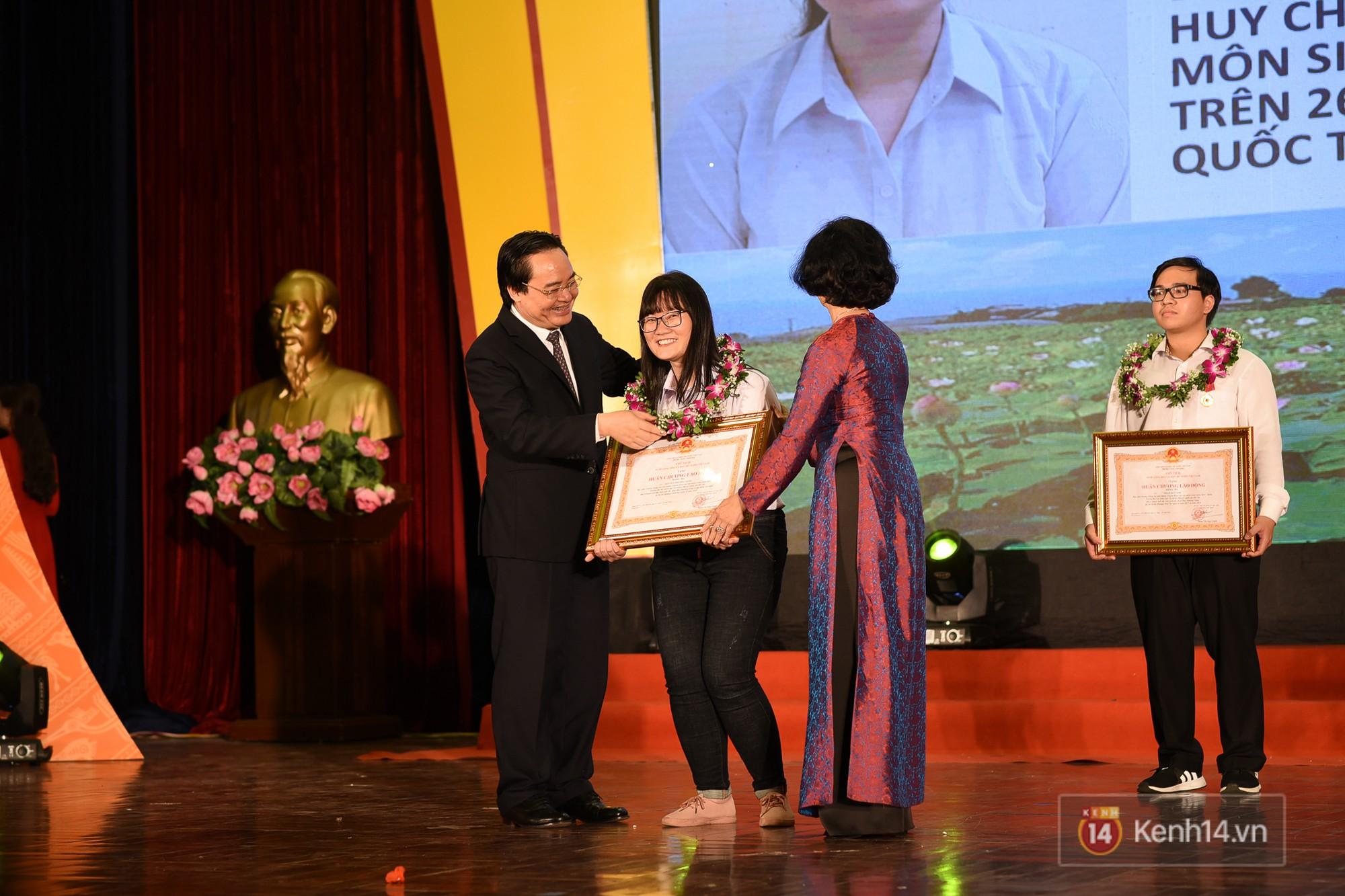 Nữ sinh 2000 giành HCV Olympic Sinh học Quốc tế, đạt kỷ lục thí sinh có điểm thi cao nhất thế giới: Ba lô đến trường nặng 8kg toàn là sách vở - Ảnh 4.