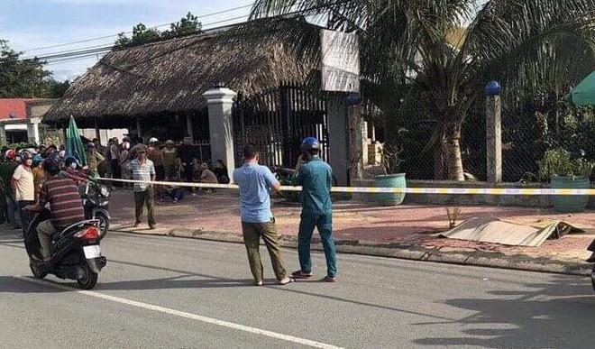Vụ chủ quán cà phê bị sát hại: Nạn nhân ôm cổ đầy máu chạy ra đường kêu cứu - Ảnh 2.