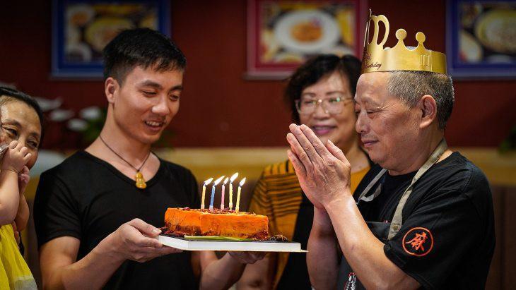Ai mà ngờ chiếc bánh sinh nhật khiến nhiều người khóc ròng khi thưởng thức lại đang là mốt ở Trung Quốc - Ảnh 2.