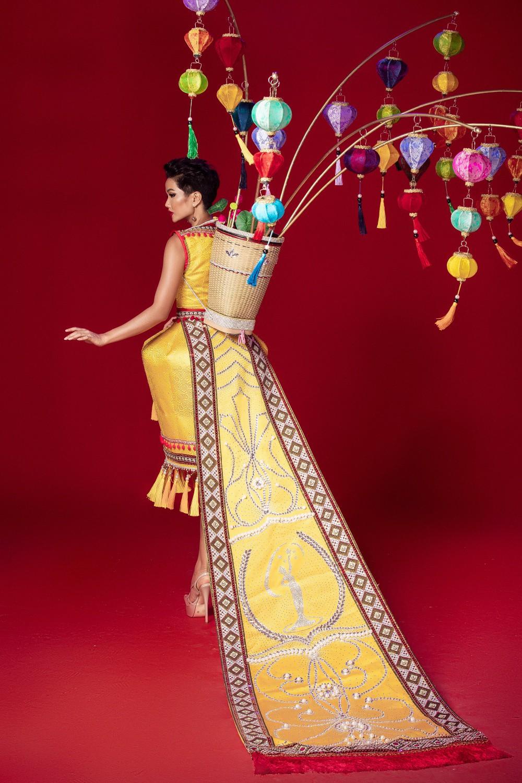 Chiêm ngưỡng 6 bộ quốc phục độc đáo khiến HHen Niê phân vân chọn lựa để mang đi chinh chiến Miss Universe 2018 - Ảnh 9.