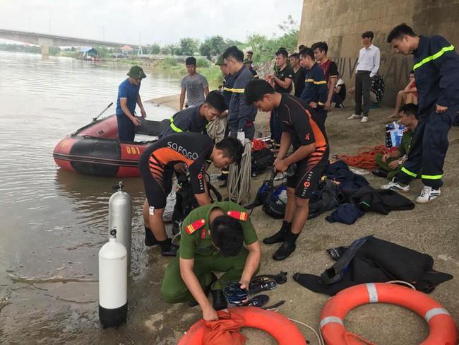 Thanh Hóa: Nam thanh niên đi xe đạp lên cầu Hàm Rồng nhảy xuống sông tự vẫn - Ảnh 2.