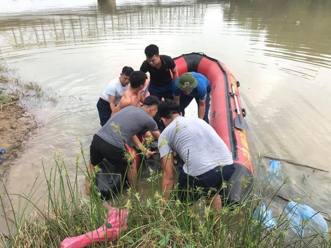 Thanh Hóa: Nam thanh niên đi xe đạp lên cầu Hàm Rồng nhảy xuống sông tự vẫn - Ảnh 4.