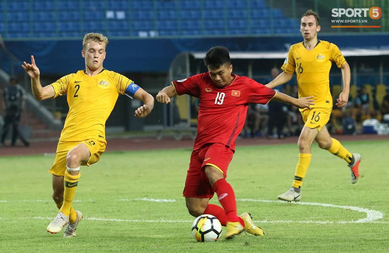 Cầu thủ U19 Việt Nam cúi đầu sau trận thua U19 Australia, chính thức bị loại khỏi giải U19 châu Á 2018 - Ảnh 1.
