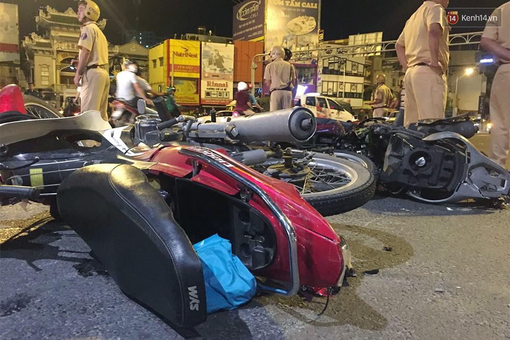Ảnh: Hiện trường vụ nữ tài xế điều khiển xe BMW gây tai nạn kinh hoàng ở ngã tư Hàng Xanh - Ảnh 3.