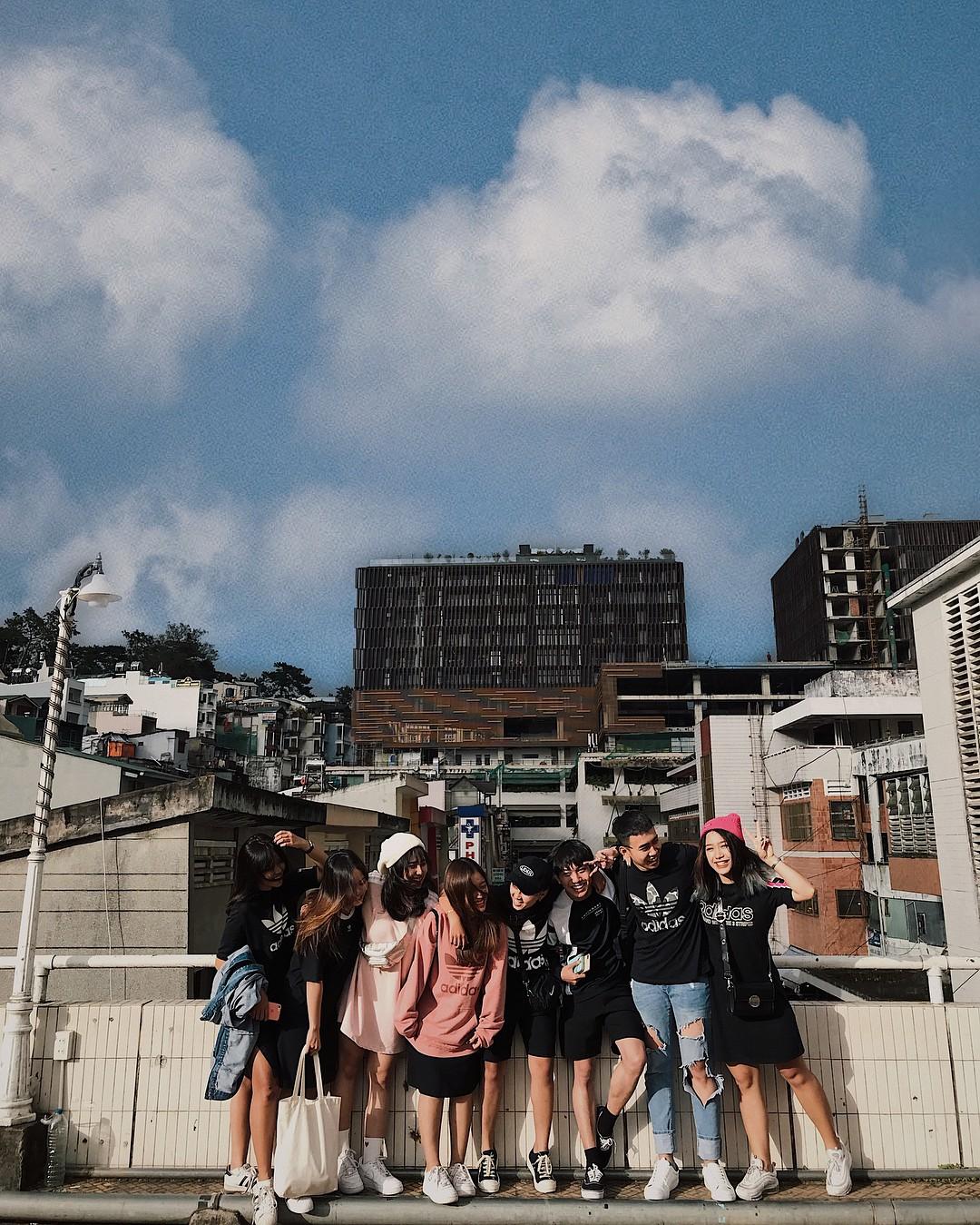 Chụp ảnh style Hồng Kông trong phút mốt ở ngay góc chợ Đà Lạt - Ảnh 1.