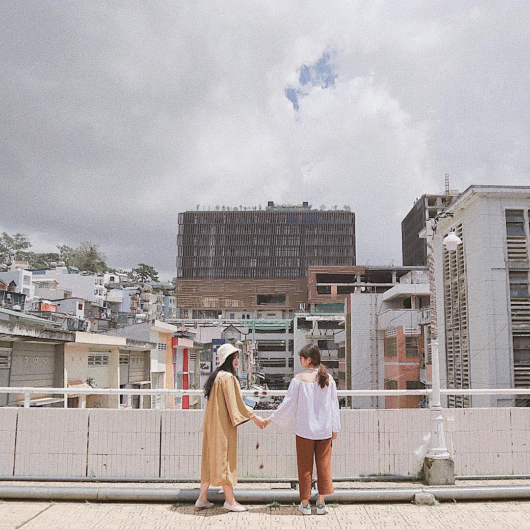 Chụp ảnh style Hồng Kông trong phút mốt ở ngay góc chợ Đà Lạt - Ảnh 6.