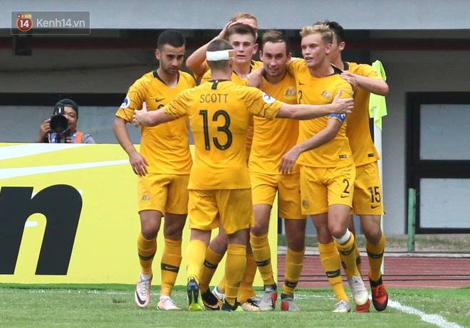 Cầu thủ U19 Việt Nam cúi đầu sau trận thua U19 Australia, chính thức bị loại khỏi giải U19 châu Á 2018 - Ảnh 5.