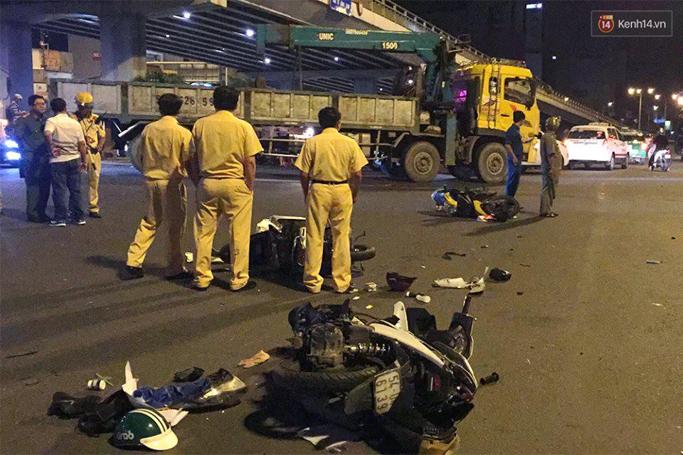 Ảnh: Hiện trường vụ nữ tài xế điều khiển xe BMW gây tai nạn kinh hoàng ở ngã tư Hàng Xanh - Ảnh 4.