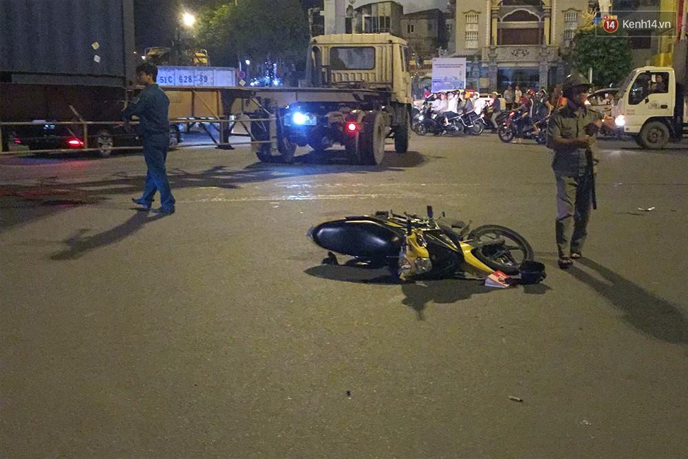 Ảnh: Hiện trường vụ nữ tài xế điều khiển xe BMW gây tai nạn kinh hoàng ở ngã tư Hàng Xanh - Ảnh 7.