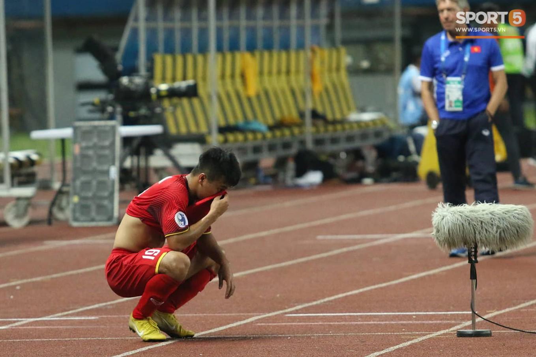 Cầu thủ U19 Việt Nam cúi đầu sau trận thua U19 Australia, chính thức bị loại khỏi giải U19 châu Á 2018 - Ảnh 8.