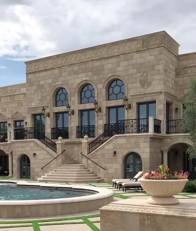 Huyền thoại đấm bốc kiếm tiền giỏi nhất lịch sử chi tiền tấn mua biệt thự khủng - Ảnh 3.