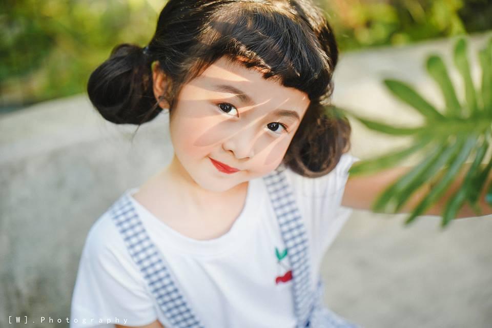 2 mẫu nhí nổi bật với street style ấn tượng ở VIFW: 5,6 tuổi đã sở hữu thần thái không phải dạng vừa - Ảnh 8.