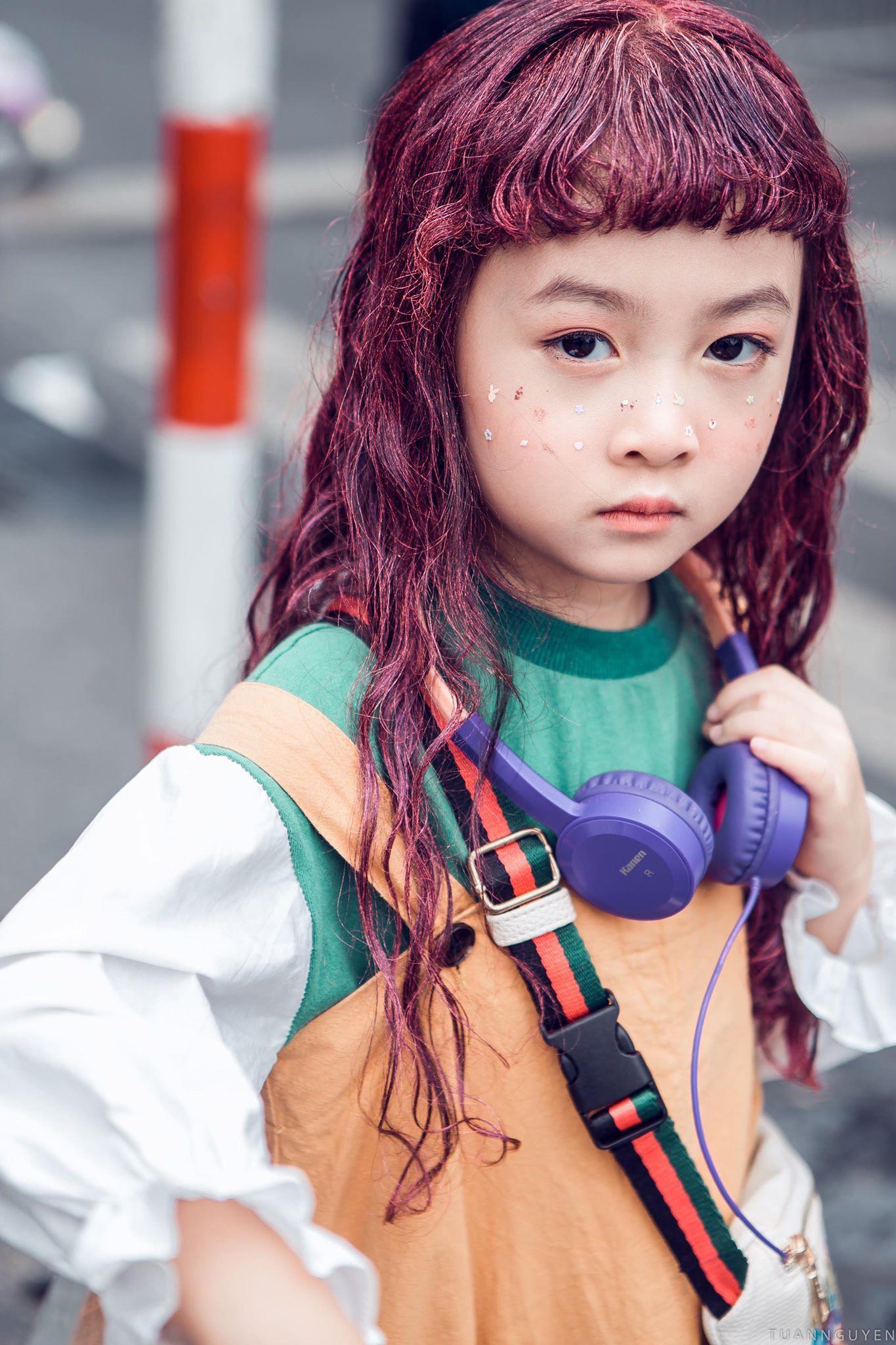 2 mẫu nhí nổi bật với street style ấn tượng ở VIFW: 5,6 tuổi đã sở hữu thần thái không phải dạng vừa - Ảnh 3.
