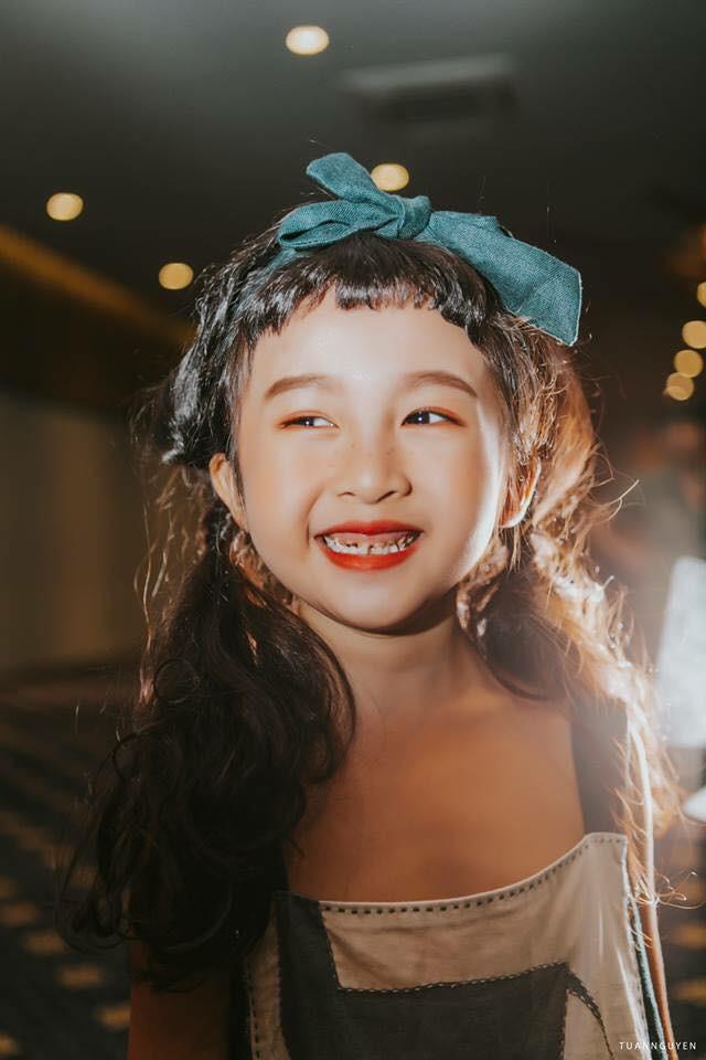 2 mẫu nhí nổi bật với street style ấn tượng ở VIFW: 5,6 tuổi đã sở hữu thần thái không phải dạng vừa - Ảnh 5.
