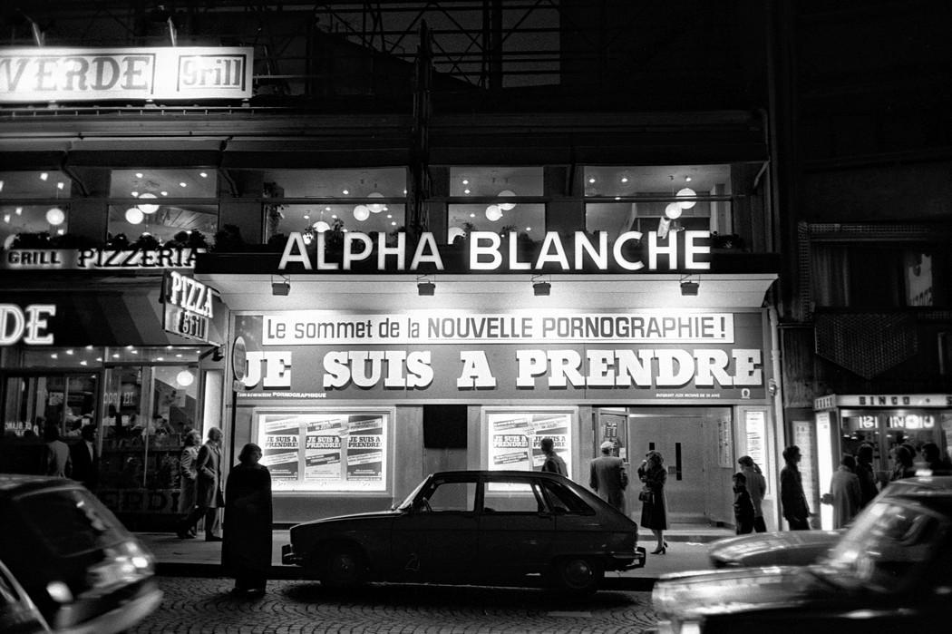 Ảnh hiếm về những người phụ nữ chuyển giới ở phố đèn đỏ giữa Paris thập niên 70 - Ảnh 2.