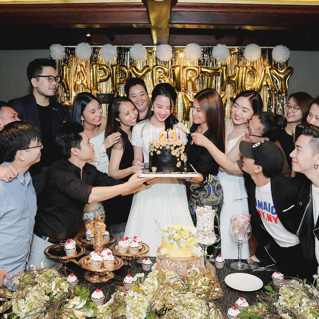 Hội bạn thân của Primmy Trương: Toàn trai xinh, gái đẹp giàu có và nổi tiếng - Ảnh 1.