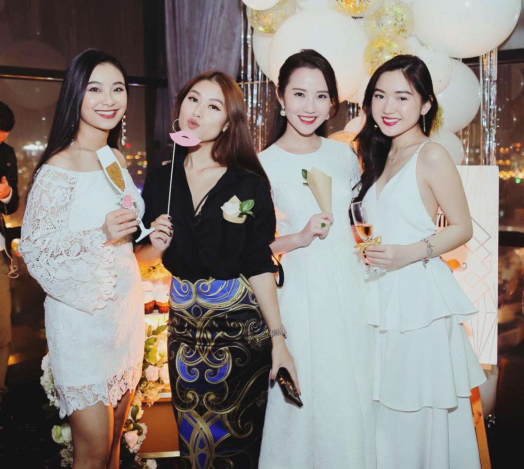 Hội bạn thân của Primmy Trương: Toàn trai xinh, gái đẹp giàu có và nổi tiếng - Ảnh 23.