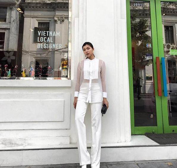 Đồng Ánh Quỳnh kéo chân dài ngang ngửa cái thang trong bức ảnh mới nhất đăng Instagram - Ảnh 1.