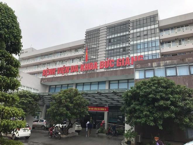 Một bệnh nhân lao từ tầng 6 bệnh viện ở Hà Nội xuống đất tử vong - Ảnh 1.