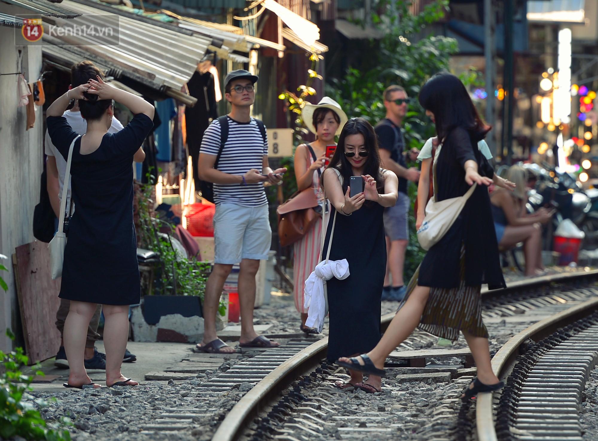 Hà Nội: Xóm đường tàu đẹp không kém làng cổ Thập Phần, Đài Loan - Ảnh 4.