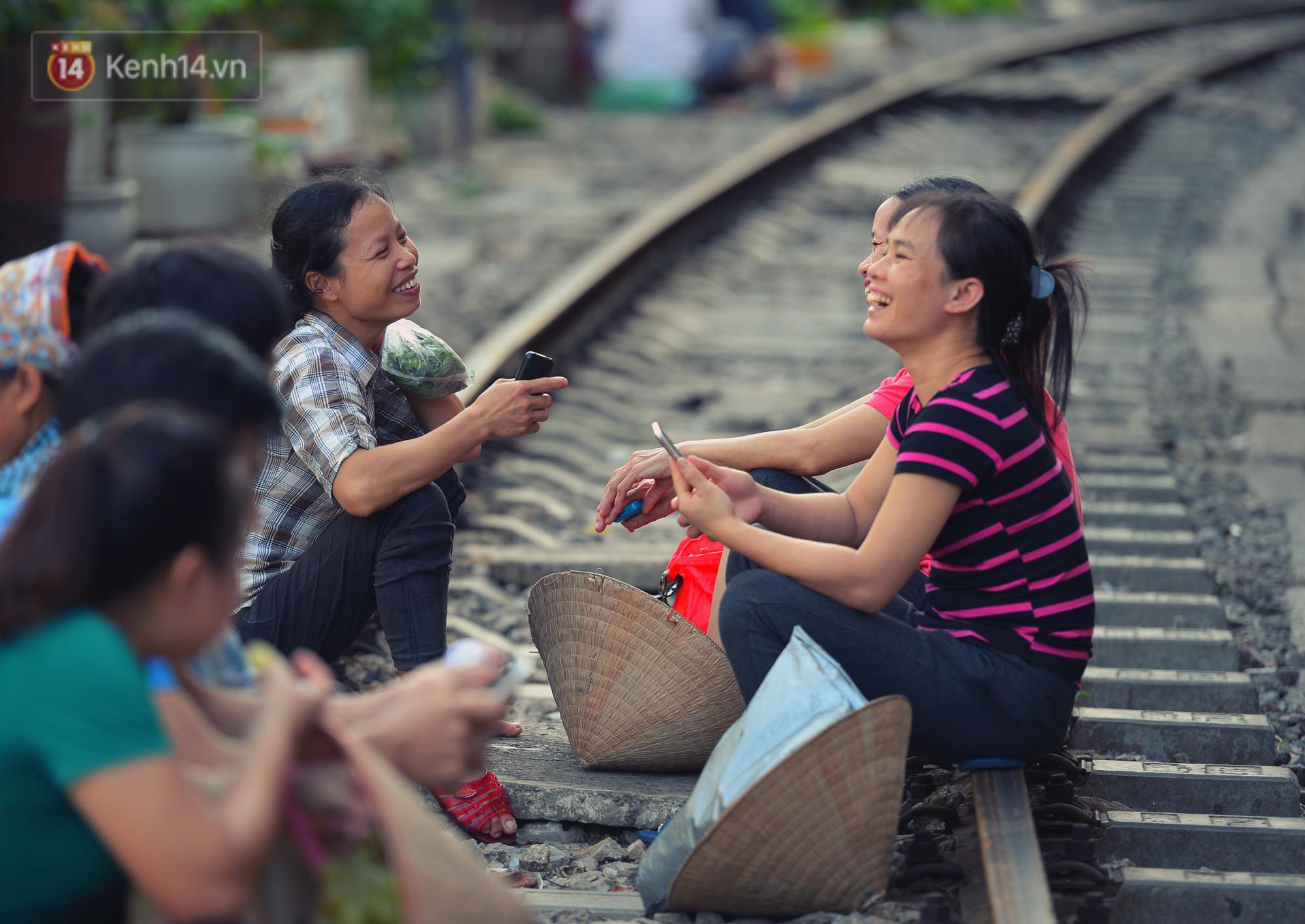 Hà Nội: Xóm đường tàu đẹp không kém làng cổ Thập Phần, Đài Loan- Ảnh 11.