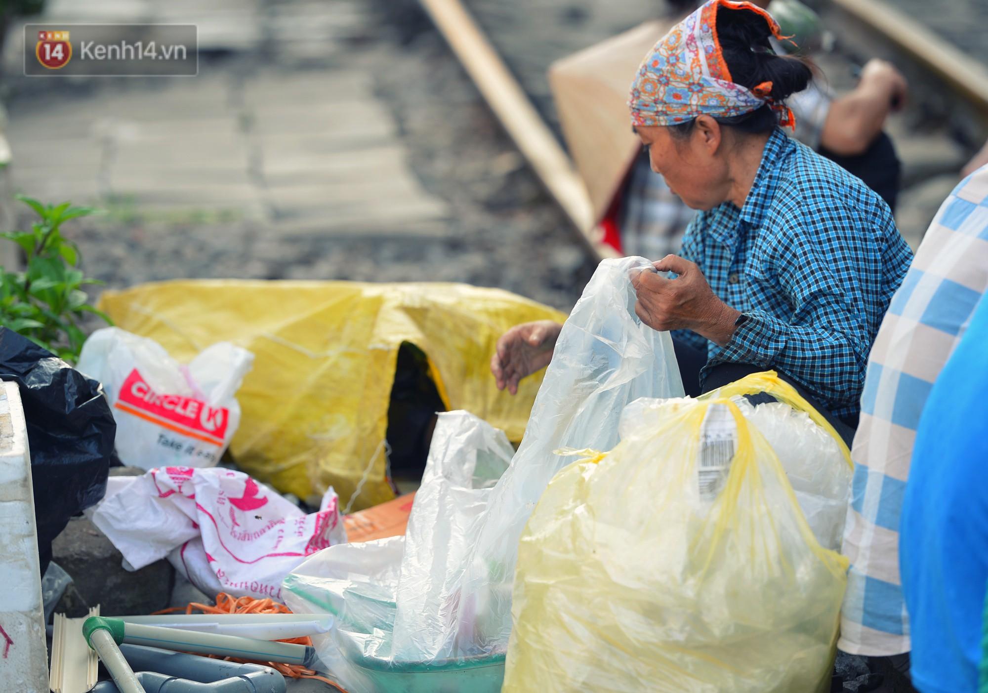 Hà Nội: Xóm đường tàu đẹp không kém làng cổ Thập Phần, Đài Loan - Ảnh 10.
