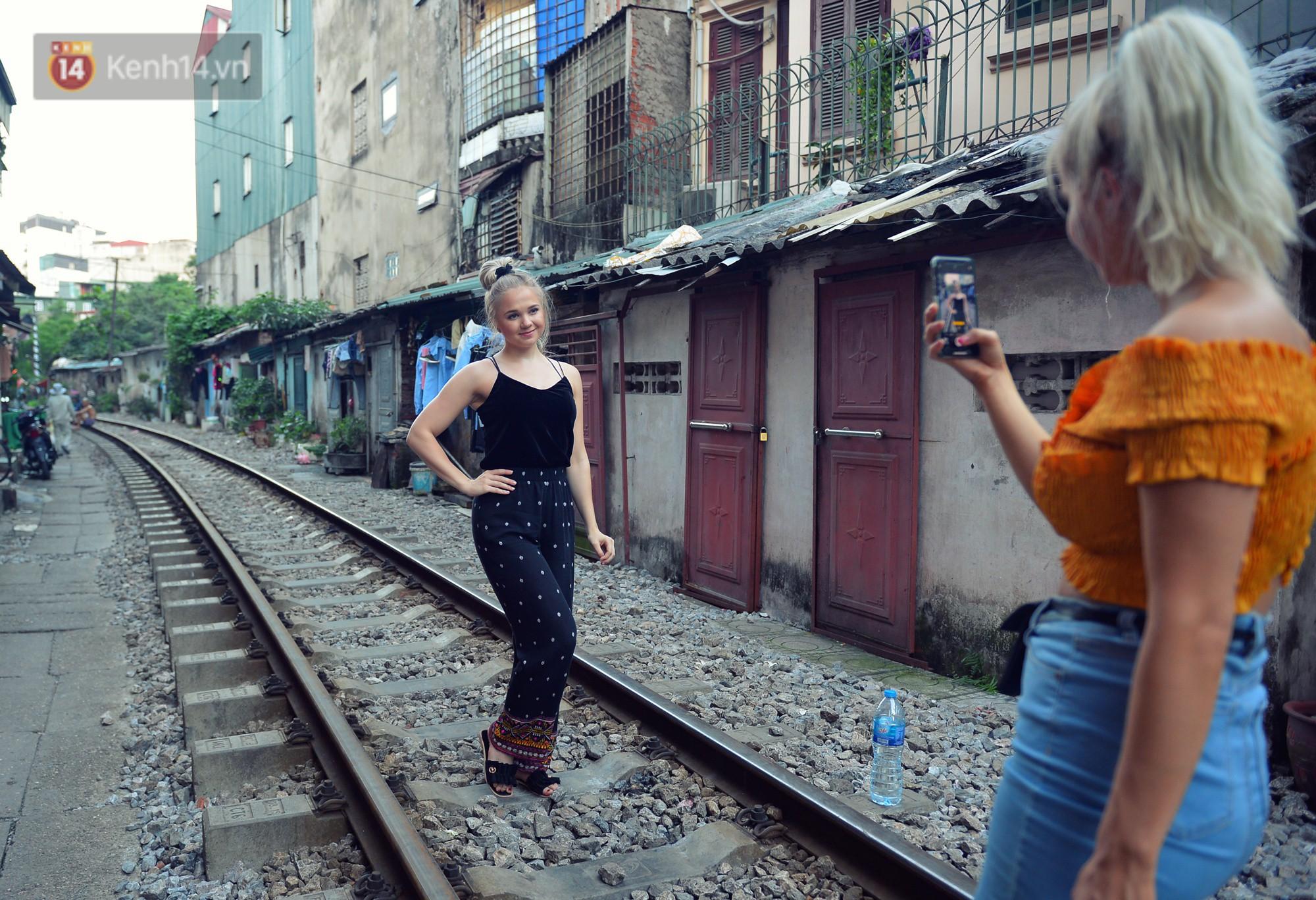 Hà Nội: Xóm đường tàu đẹp không kém làng cổ Thập Phần, Đài Loan - Ảnh 2.