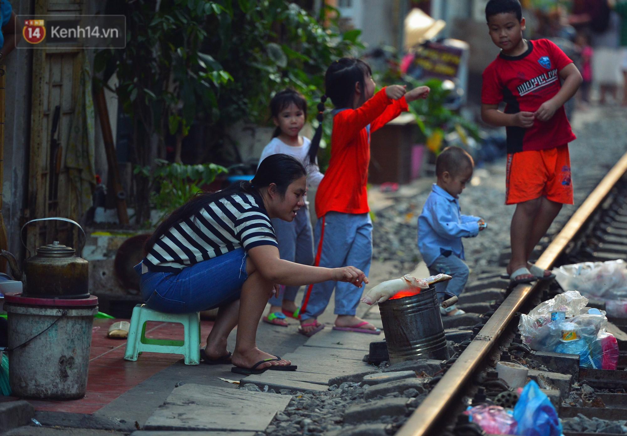 Hà Nội: Xóm đường tàu đẹp không kém làng cổ Thập Phần, Đài Loan - Ảnh 9.