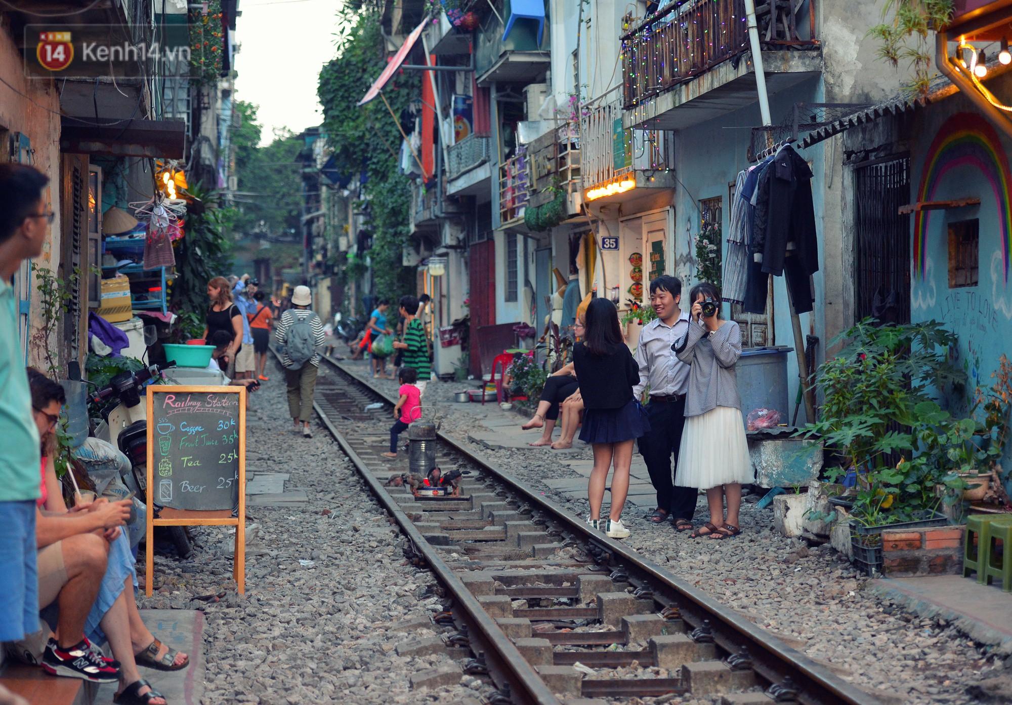 Hà Nội: Xóm đường tàu đẹp không kém làng cổ Thập Phần, Đài Loan - Ảnh 1.