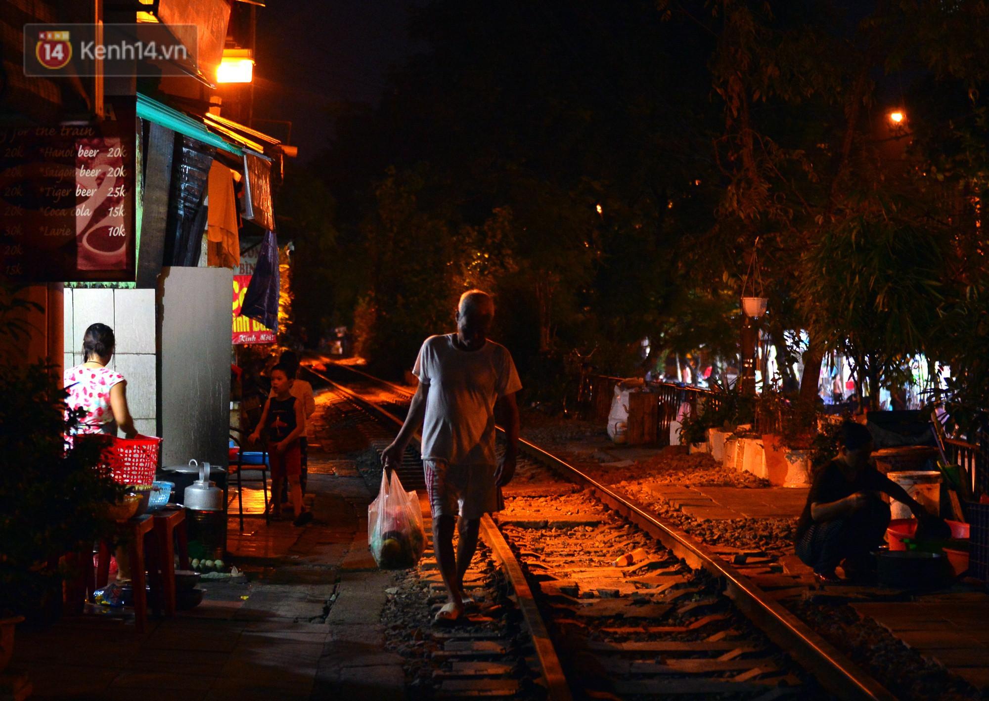 Hà Nội: Xóm đường tàu đẹp không kém làng cổ Thập Phần, Đài Loan - Ảnh 17.