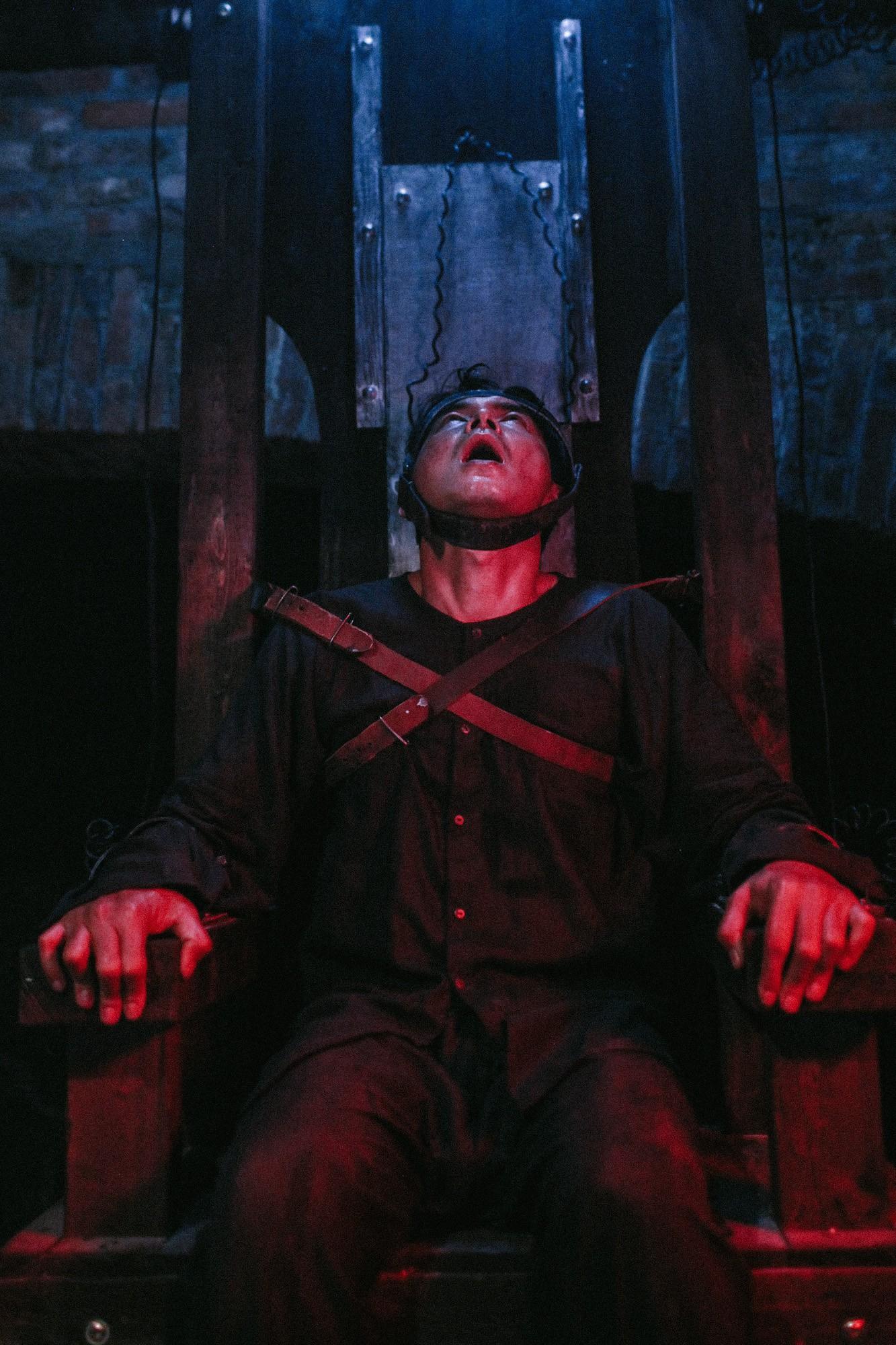 Đừng nghĩ Người Bất Tử là phim kinh dị hù dọa giật mình cho vui, phim còn có 5 bài học rất đáng suy ngẫm - Ảnh 8.