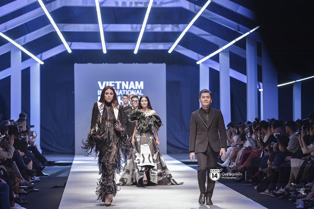 Võ Hoàng Yến mở màn xuất sắc, Lan Khuê làm vedette trong show Lâm Gia Khang - Ảnh 2.
