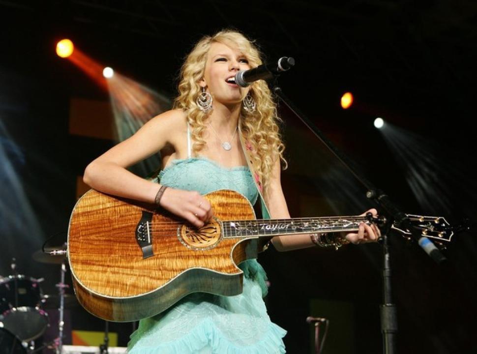 Album Taylor Swift tròn 12 tuổi: Hình tượng Công chúa nhạc đồng quê giờ chỉ mãi là ký ức - Ảnh 2.