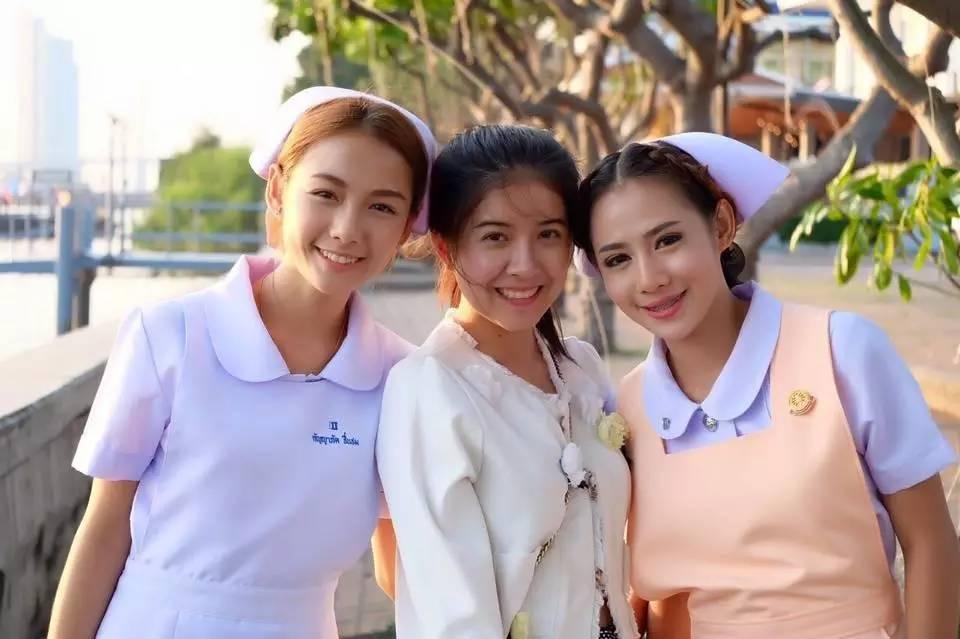 Nữ y tá xinh đẹp nhất Thái Lan bị bệnh viện sa thải vì lý do không ngờ - Ảnh 2.