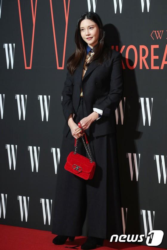 Siêu sự kiện hội tụ 40 sao hạng A: Lee Dong Wook quá xuất sắc, Kim Hee Sun, SNSD dẫn đầu đoàn mỹ nhân mặc thảm họa - Ảnh 24.