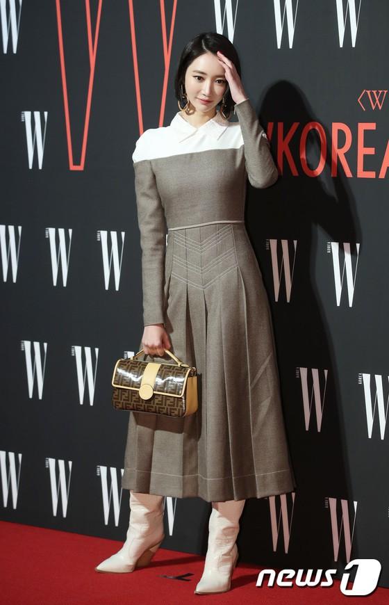 Siêu sự kiện hội tụ 40 sao hạng A: Lee Dong Wook quá xuất sắc, Kim Hee Sun, SNSD dẫn đầu đoàn mỹ nhân mặc thảm họa - Ảnh 12.