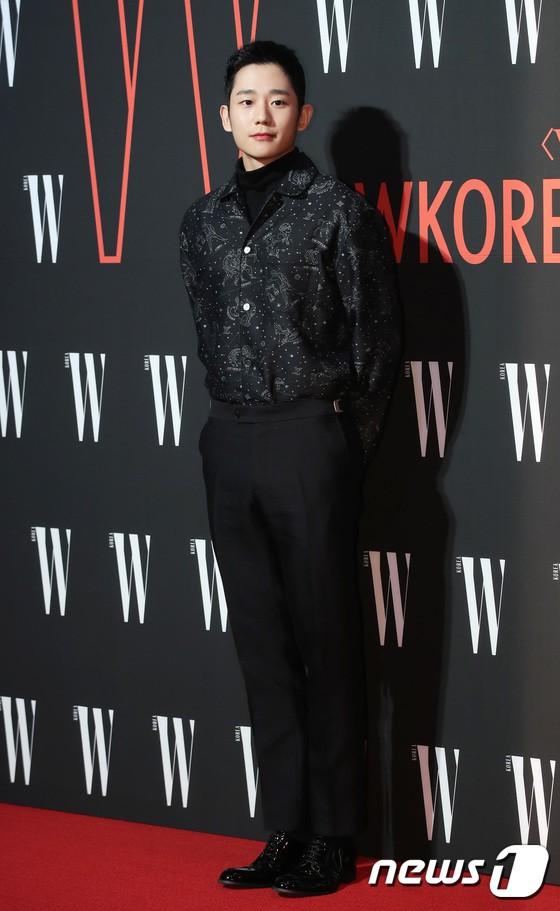 Siêu sự kiện hội tụ 40 sao hạng A: Lee Dong Wook quá xuất sắc, Kim Hee Sun, SNSD dẫn đầu đoàn mỹ nhân mặc thảm họa - Ảnh 3.
