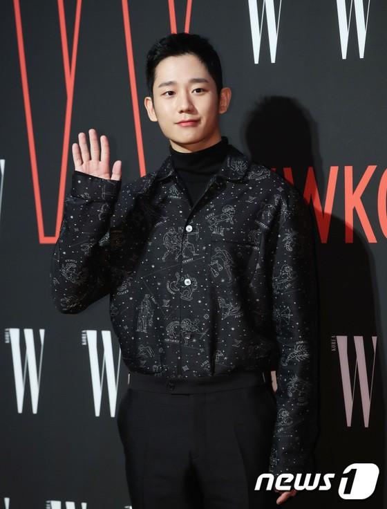 Siêu sự kiện hội tụ 40 sao hạng A: Lee Dong Wook quá xuất sắc, Kim Hee Sun, SNSD dẫn đầu đoàn mỹ nhân mặc thảm họa - Ảnh 4.