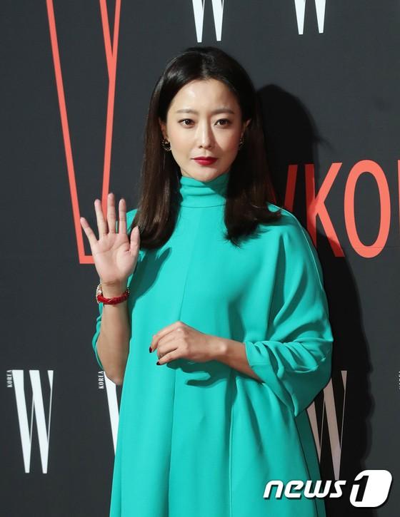 Siêu sự kiện hội tụ 40 sao hạng A: Lee Dong Wook quá xuất sắc, Kim Hee Sun, SNSD dẫn đầu đoàn mỹ nhân mặc thảm họa - Ảnh 9.