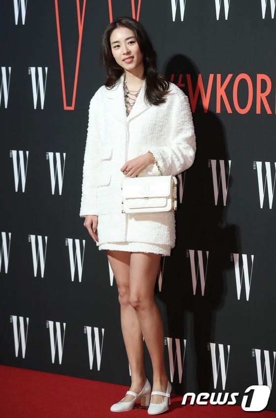 Siêu sự kiện hội tụ 40 sao hạng A: Lee Dong Wook quá xuất sắc, Kim Hee Sun, SNSD dẫn đầu đoàn mỹ nhân mặc thảm họa - Ảnh 19.