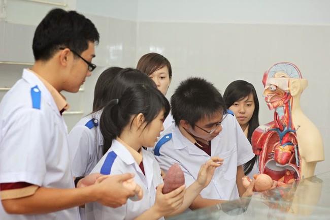 Khám phá cuộc sống của 1 sinh viên ngành Y: Ngoài giải phẫu, trực nhà xác còn có nhiều điều thú vị lắm - Ảnh 3.