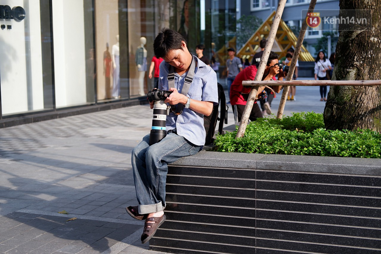 Chàng nhiếp ảnh bại não ở Sài Gòn từng bị trường cấp 2 từ chối: Nhiều người hỏi mình đi học làm gì, lớn lên ai mà mướn? - Ảnh 4.