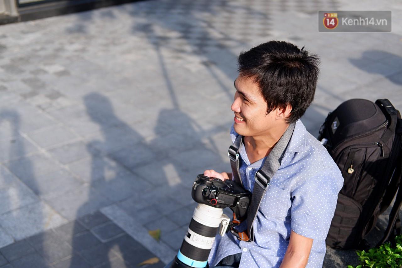 Chàng nhiếp ảnh bại não ở Sài Gòn từng bị trường cấp 2 từ chối: Nhiều người hỏi mình đi học làm gì, lớn lên ai mà mướn? - Ảnh 1.